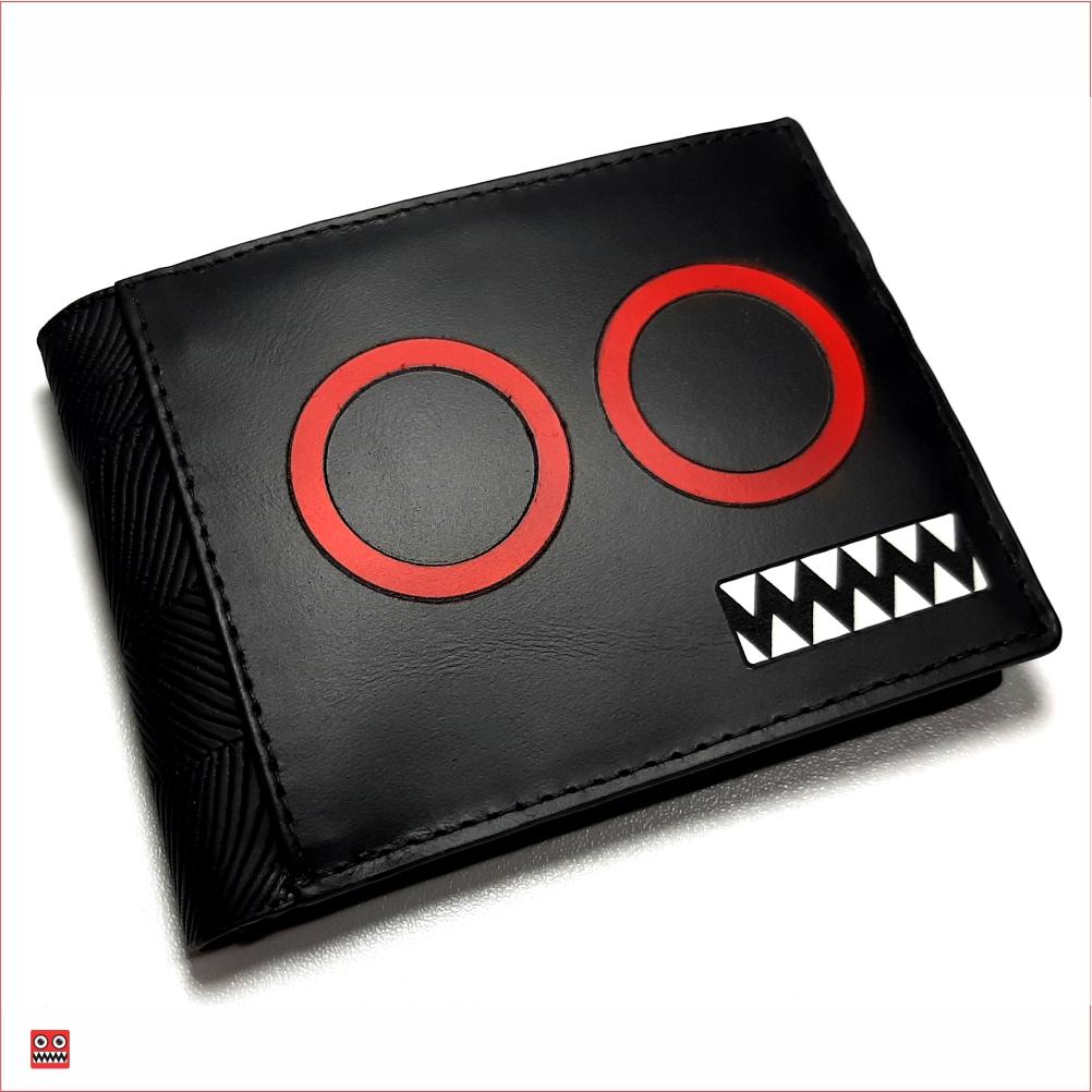 Billetera negro – negro y ojos rojos con interior negro, material 100% cuero y cintetico brillante negro, $45.000 0 Medida 11,5 cm x 8,7 cm carteca cerrada.
