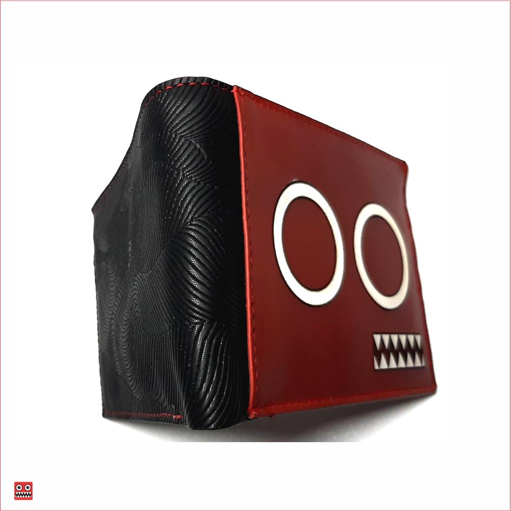 Billetera roja – negro y ojos blancos con interior rojo, material 100% cuero y cintetico brillante negro, $45.000 2 Medida 11,5 cm x 8,7 cm carteca cerrada.