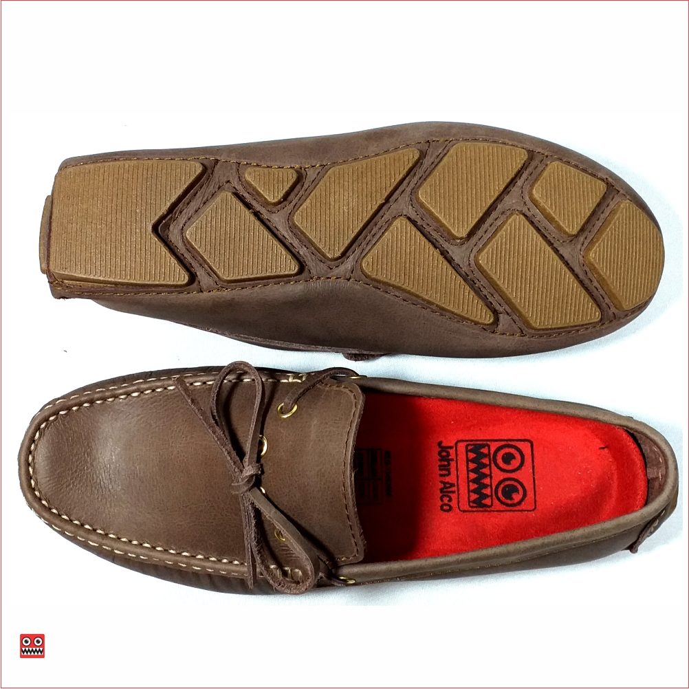 Mocasin cafe de cordon John Alco 01 Material en cuero 100% color cafe, suela cocida color cafe . $98.000 TALLAS Col 38-39-40-41-42-43.