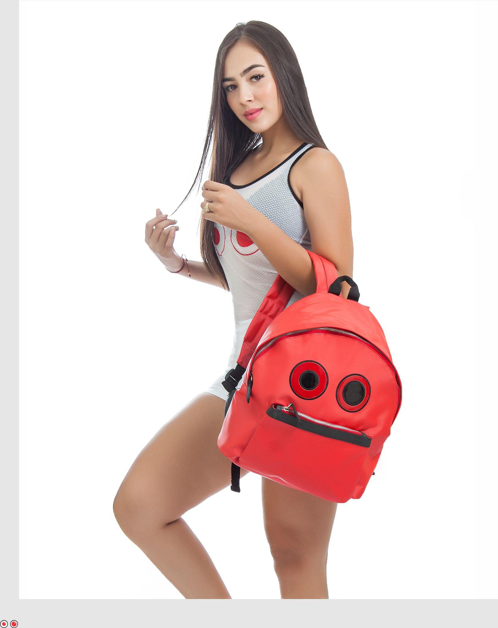 Bolso rojo, 0 material seda brillante sintetica impermehable , $75.000