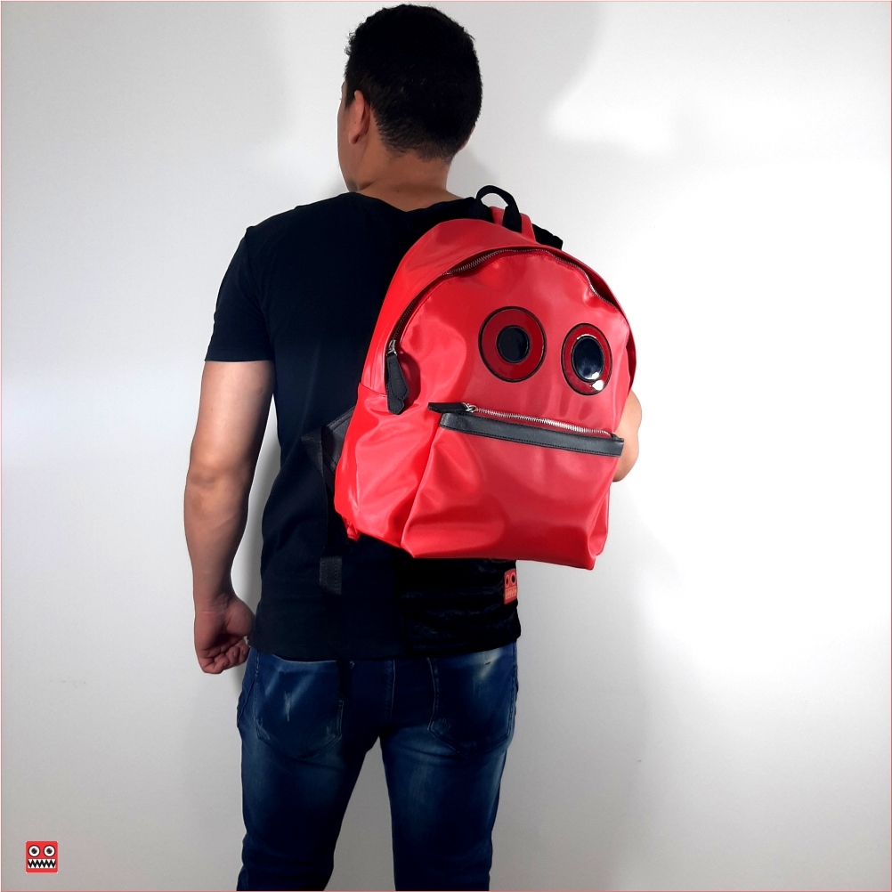 Bolso rojo, 3 material seda brillante sintetica impermehable , $75.000