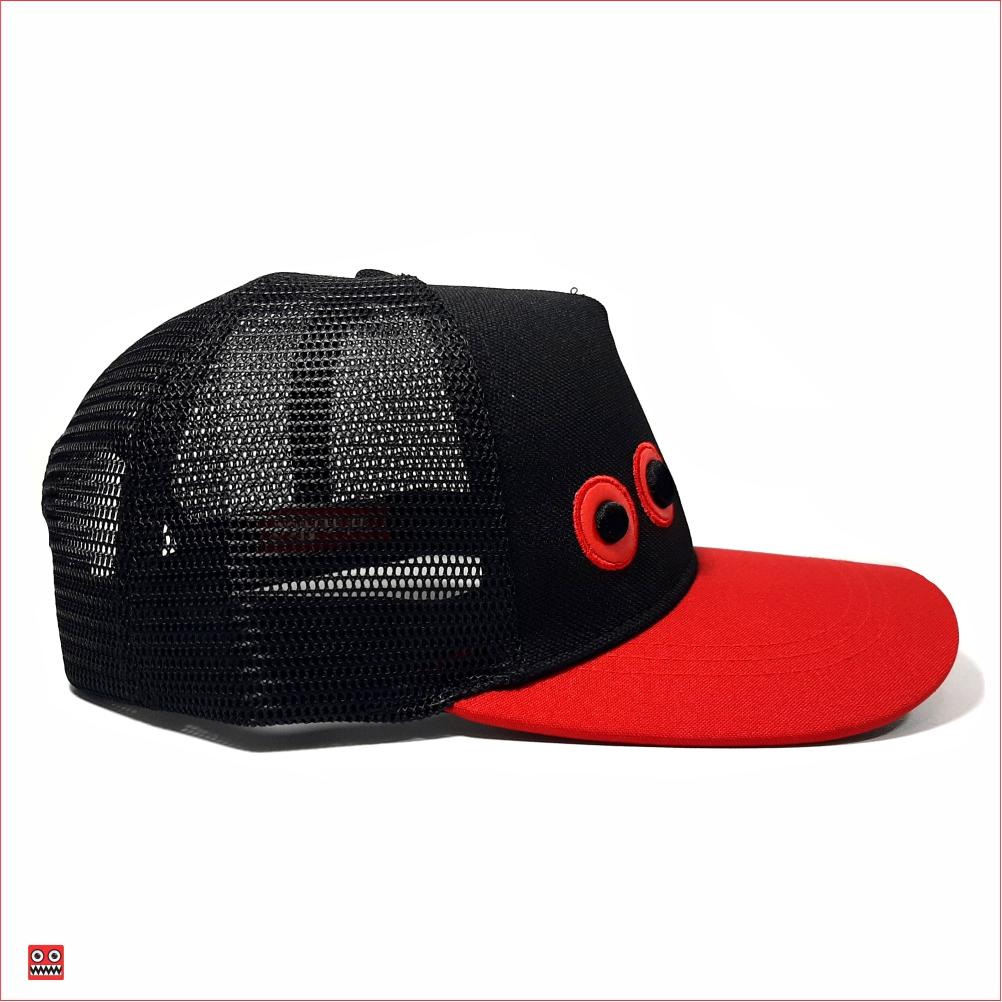 Gorra lona negro y visera roja, con maya negra ojos bordados pequeños 2 $37.000