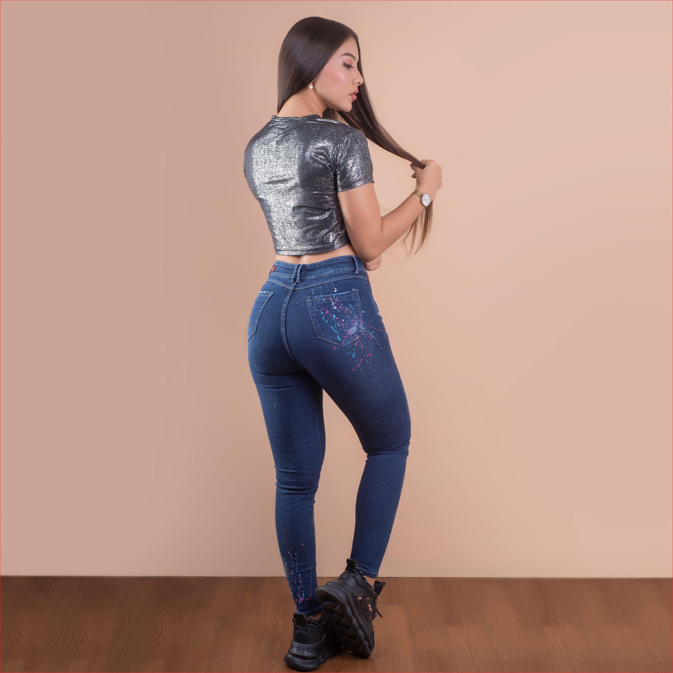 REF 1594 03 Jean azul con goteo rosado y azul, tela jean en algodon 98% + 2% expande. $80.000