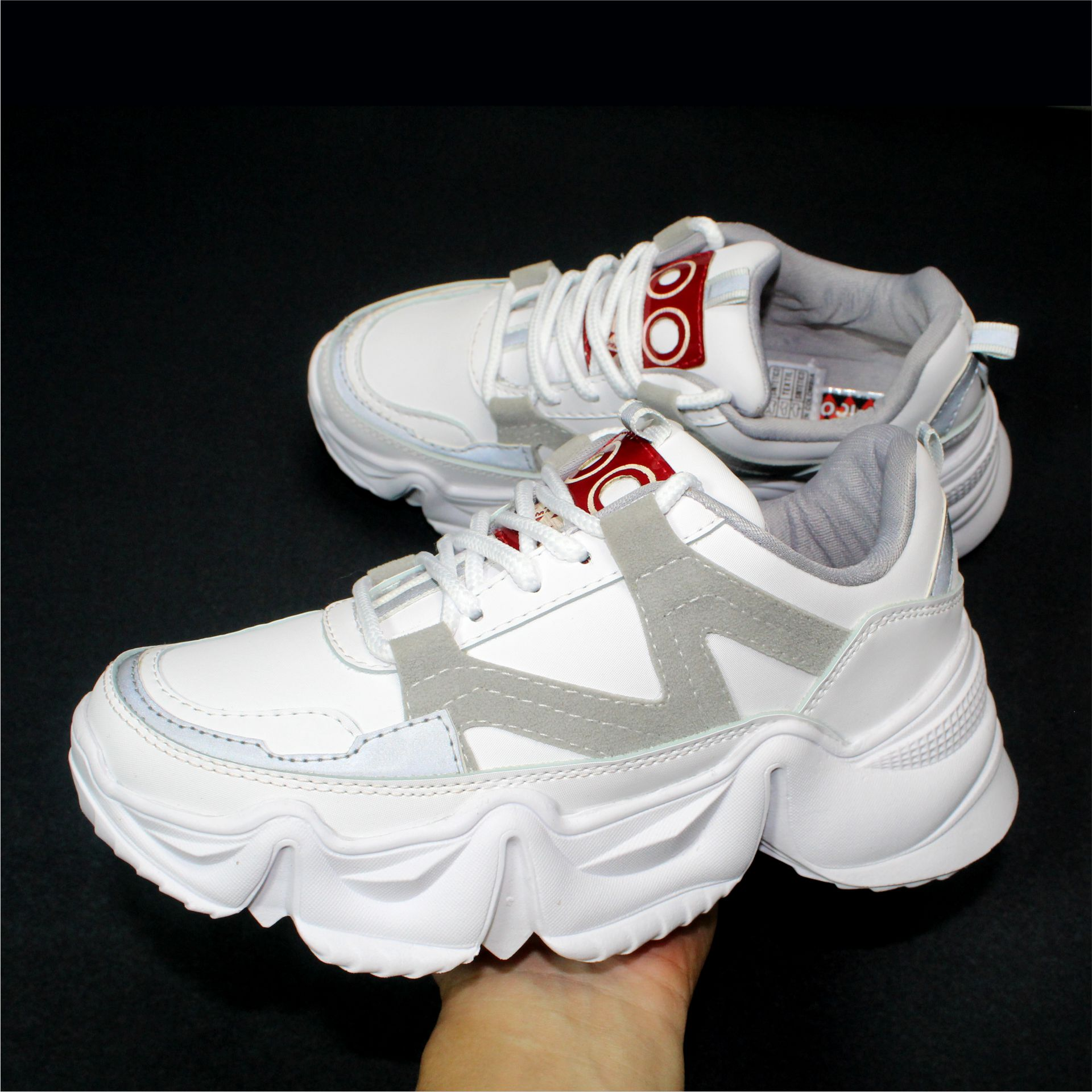 REF 1664  tenis W blanco, material sintético, suela blanca