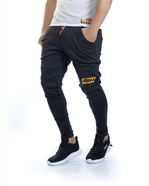ref 1712 00 Sudadera jogger black gold, tela 98% algodon mas 2% de expande, altura del modelo 75 cm $72 mil