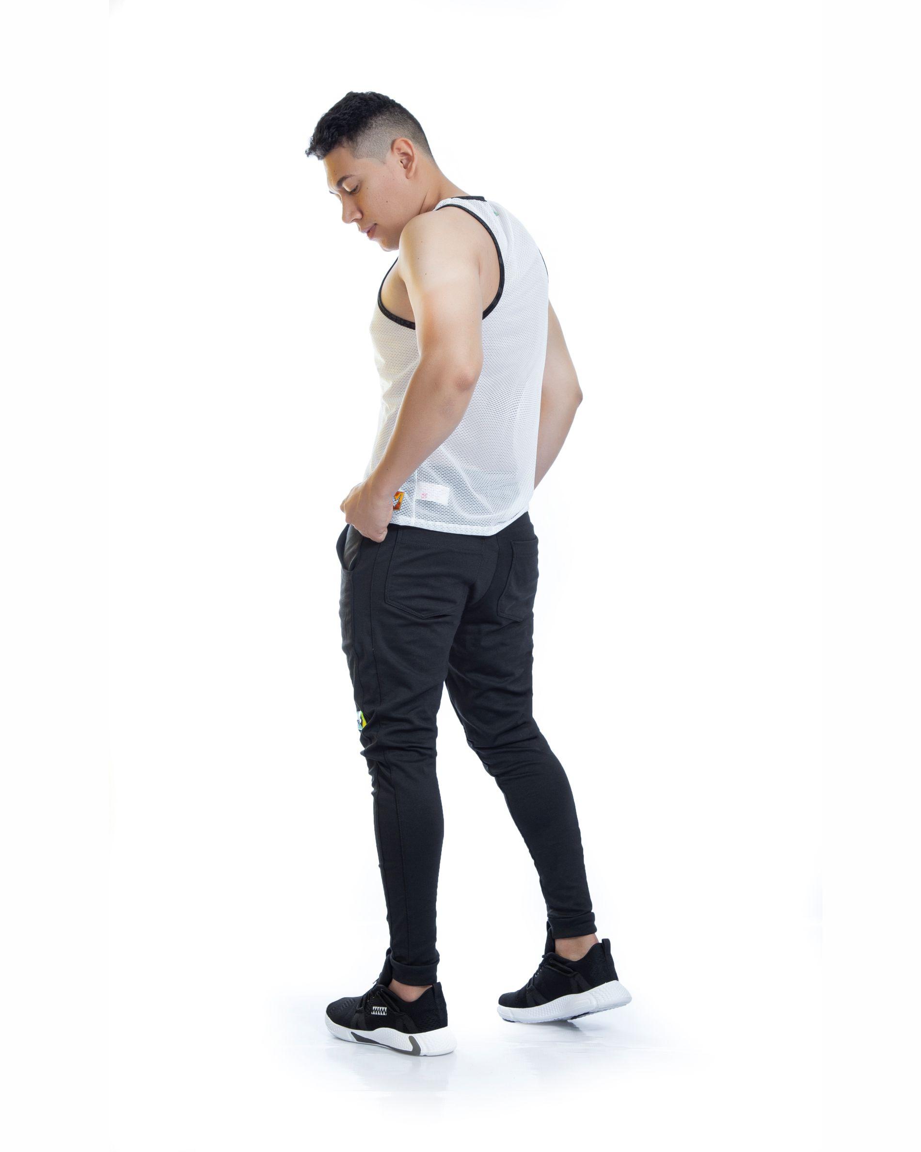 ref 1712 001 Sudadera jogger black gold, tela 98% algodon mas 2% de expande, altura del modelo 75 cm $72 mil