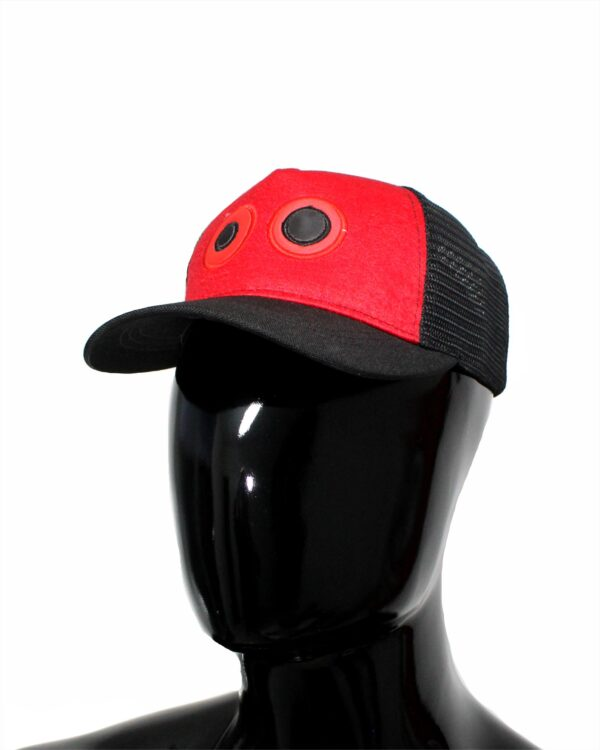 ref 1762 02 Gorra lona rojo visera negro, con maya negra ojos bordados grandes $37.000 talla unica